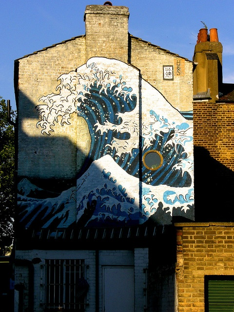 The Great wave of Kanagawa painted onto the side of a house