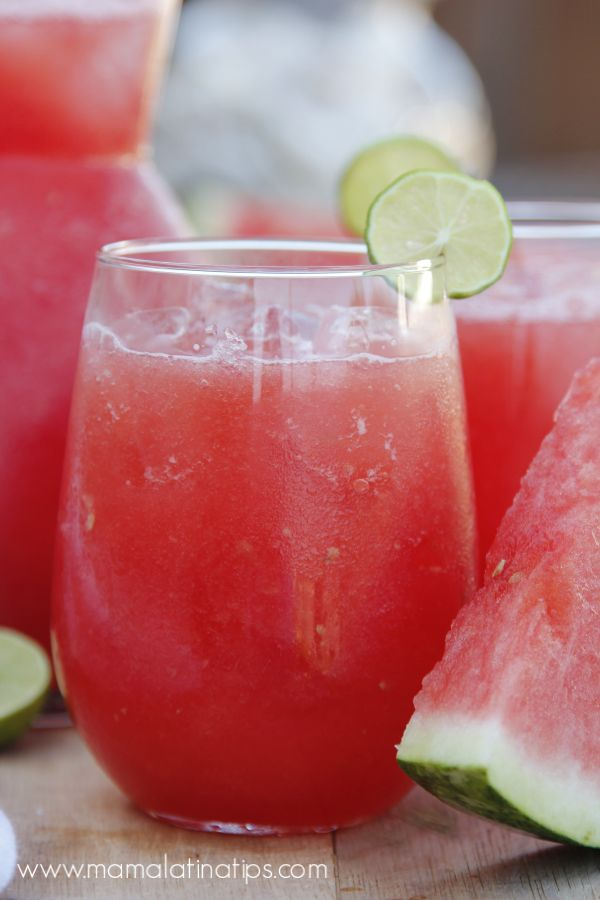 We've been drinking this watermelon cooler, also known as watermelon agua fresca or preparado de sandía, long before it became fashionable. Enjoy this refreshing, traditional, non-alcoholic beverage. Ideal for your family gatherings and celebrations. Fresca Drinks, Drink Recipes Nonalcoholic, Fruit Drinks, Drinks Alcohol Recipes, Smoothie Drinks, Yummy Drinks, Healthy Drinks, Smoothies, Beverages