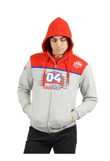 Hoody from the official Andrea Dovizioso 2016 collection. Men's sweatshirt with zip opening for die-hard fans. Grey sweatshirt with inserts and adjustable red hood, personalised with the new 04 Desmo Dovi graphics and the lettering Since 1986 City of Forlì Italy. The Dovizioso race number 04 is featured on the back and the Italian flag is embroidered on the right sleeve, perfecting the casual style of this sweatshirt.
