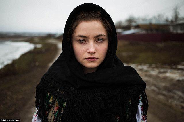 Potret Menawan Para Wanita Cantik di Seluruh Dunia - 11