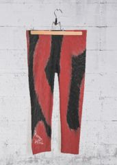 LOS RIOS DE LA VIDA: What a beautiful product! Yoga Pantalones Capri Las obras de arte originales embellecen  pantalones capri impresos de mediano tamaño, de cuatro vías, diseñados para que se destaquen en el gimnasio, en el estudio o en movimiento. Cada capri legging es cortado a mano y hecho en California.