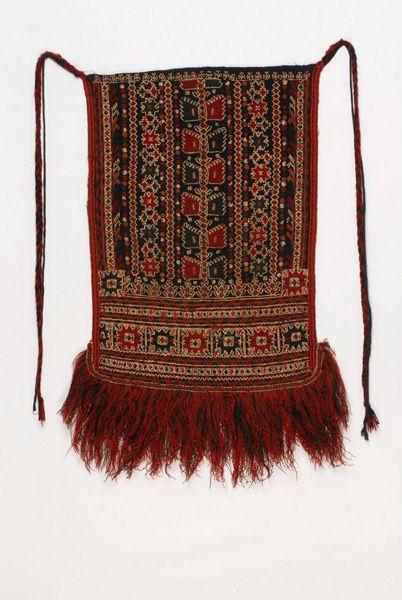Μακεδονία - Γρεβενά - Γαλάζια ποδιά, μονόφυλλη, ορθογώνια παραλληλόγραμμη, νυφική και γιορτινή ποδιά που παίρνει το όνομά της από το χρώμα του υφαντού. / Macedonia - Grevena - blue apron, single-wing, rectangles, bridal and festive apron gets its name from the color of the fabric.