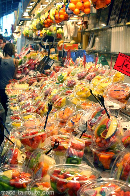 Étal de salades de fruits à la #Boqueria, marché de #Barcelone