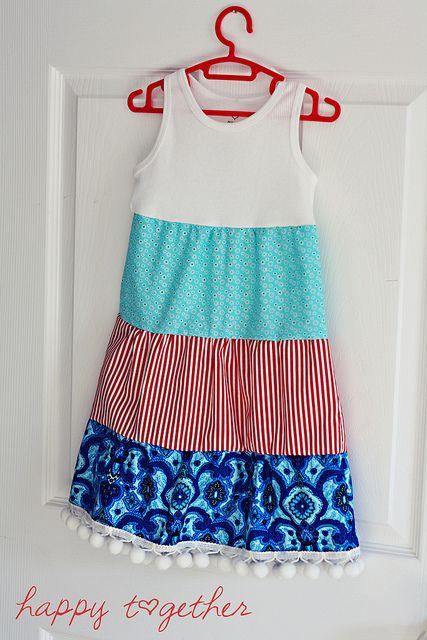 Confecciona un vestido con la parte de arriba de una camiseta y 3 retales de tela distintos