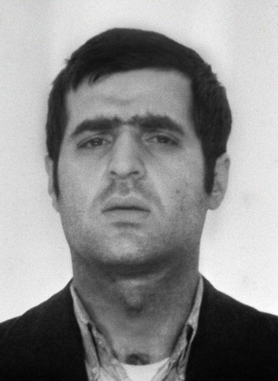 Pierre Goldman (1944 / 1979) est un intellectuel engagé d'extrême gauche ayant glissé dans le banditisme, demi-frère aîné du chanteur Jean-Jacques Goldman. Il meurt assassiné dans le 13e arrondissement de Paris. L'acte, revendiqué par un mystérieux groupe clandestin d'extrême droite, Honneur de la Police, n'a jamais été élucidé.  Hommage par Maxime Leforestier : La vie d'un homme.