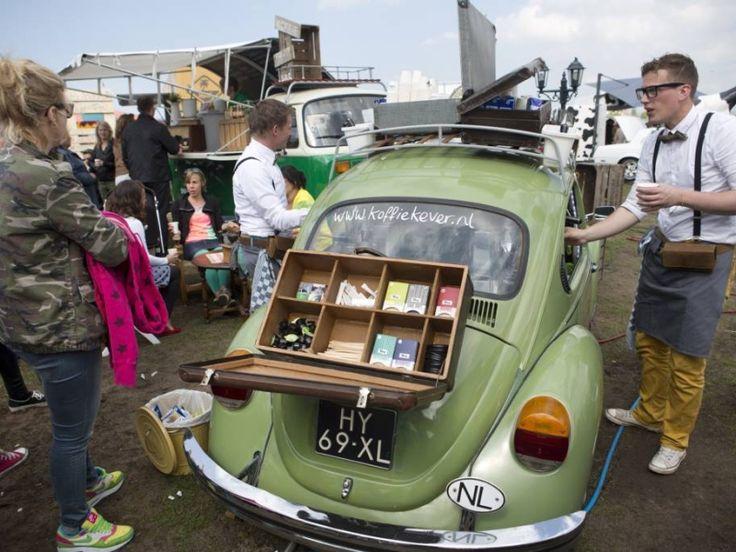Het Rollende Keukens festival in het Amsterdamse Westerpark: lekkers uit mobiele keukens. foto Ton Koene/Hollandse Hoogte