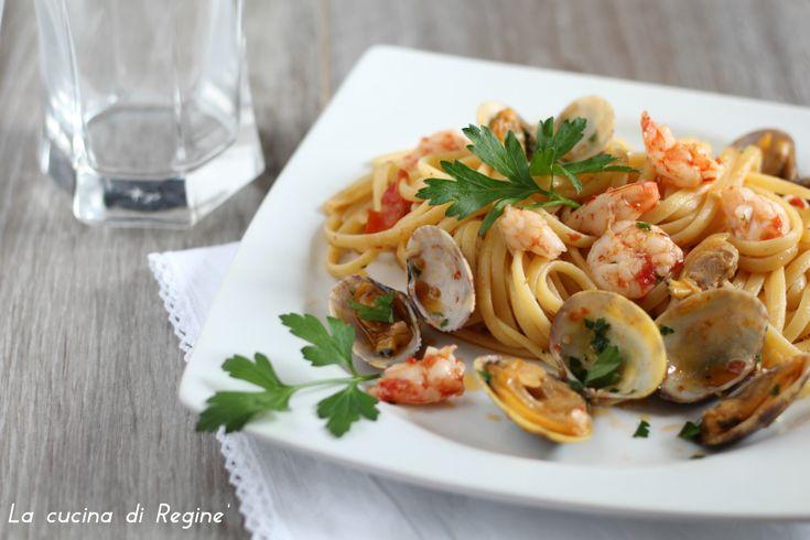 Linguine mazzancolle e vongole veraci, un classico primo piatto di mare, raffinato semplice e gustoso che si realizza in poco tempo