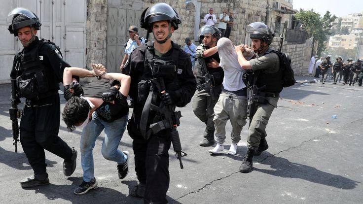 Serangan Peluru Penjajah Israel di Sekitar Al-Aqsha Lukai 900 Warga Palestina  Pasukan Israel telah melukai lebih dari 900 warga Palestina sejak serangan dilancarkan penjajah itu di komplek Masjid Al-Aqsha yang mulai meletus pada 14 Juli lalu.  Serangan peluru penjajah Israel Lukai 900 Warga Palestina  AL-QUDS (SALAM-ONLINE):Lebih dari 900 warga Palestina telah terluka dalam konfrontasi dengan pasukan penjajah Israel dalam 10 hari terakhir di komplek Masjid Al-Aqsha demikian menurut Bulan…