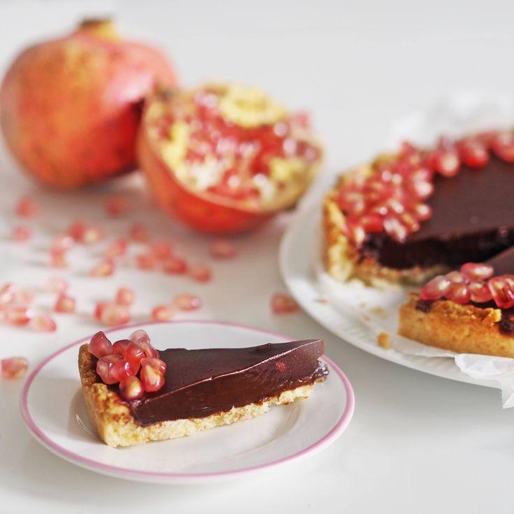 Reb's kitchen: chocolate tart with pomegranate by www.fresshion.com