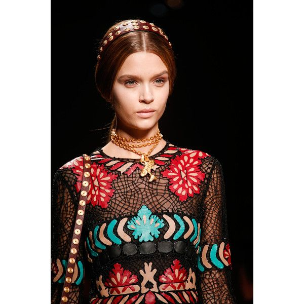 valentino fashion world