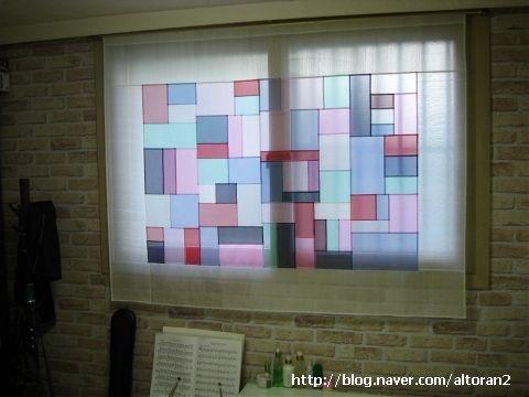 전체크기 160 x 120 가운데는 노방 간지는 옥사 쌈솔 조카 결혼식때 얻은 자투리 원단으로 큰 아이방 창문...