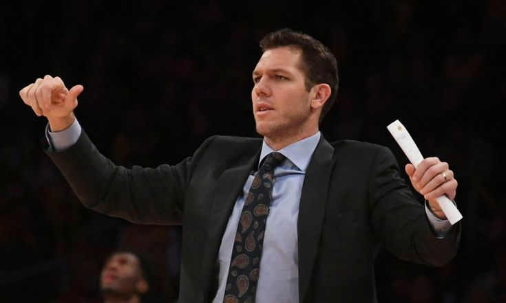 Jeanie Buss gives Luke Walton vote of confidence