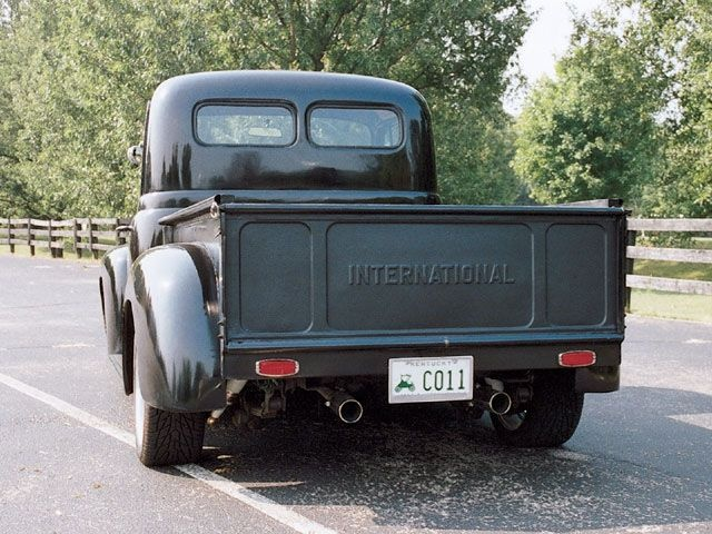 Old International Trucks | 1950 International Truck Rear View Photo 3