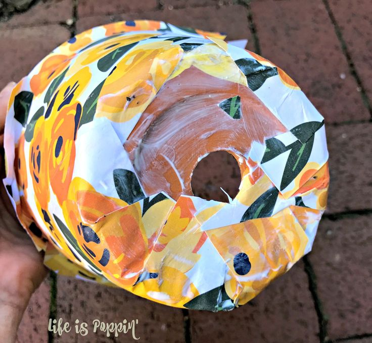 A quick tutorial of how to make these easy and inexpensive decoupage terracotta pots just in time for Mother's Day! Mom is going to love this homemade gift
