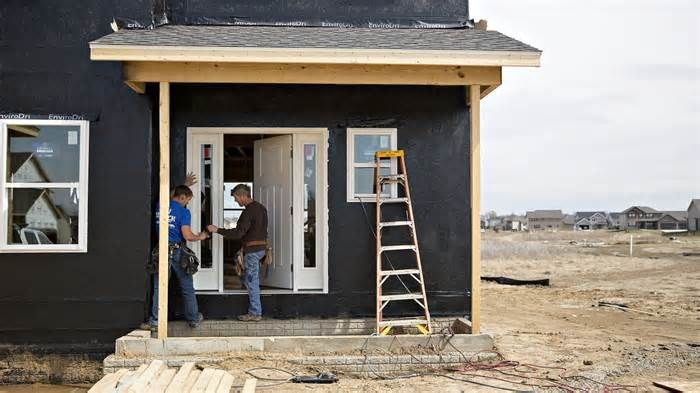 Housing stocks tumble on tax bill's ding to mortgage deduction Contractors work outside on a new home under construction in Dunlap, Ill. House Republicans on Thursday proposed a tax plan that takes on several sacred cows, including the popular mortgage interest deduction, a step that sent housing industry participants ...