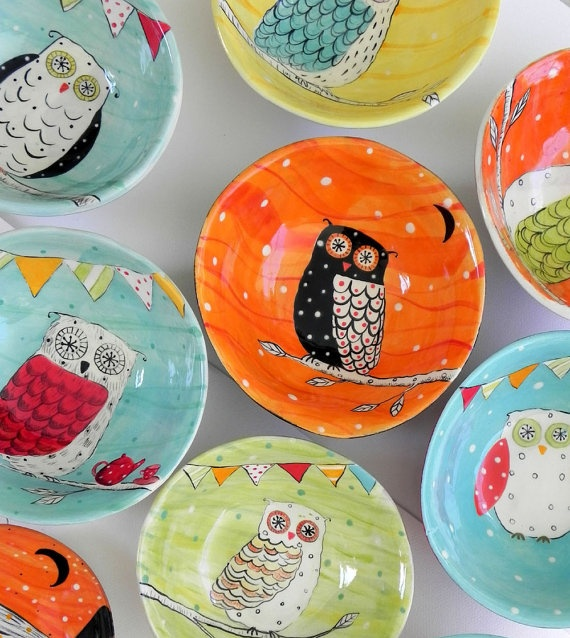 Owls painted in pottery plates