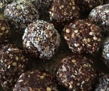 Raw lamington bliss balls