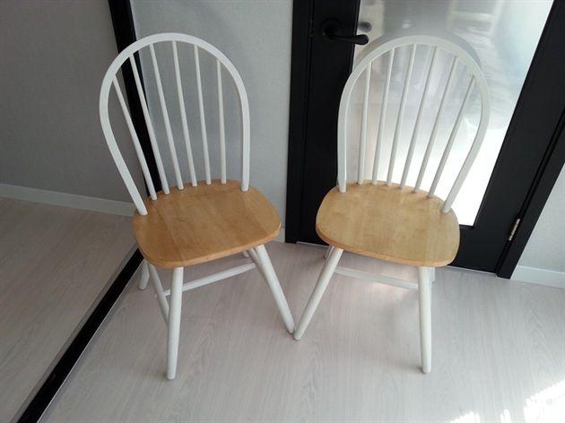 의자는 입양보내고 남은 식탁의자 2개를 벤자민 무어 네추라로 리폼해줄거예요 10년정도 된 의자라 하얀페인트에 때도 많이 타고 까진곳도 많은데다 우리집주방엔 안어울려서요