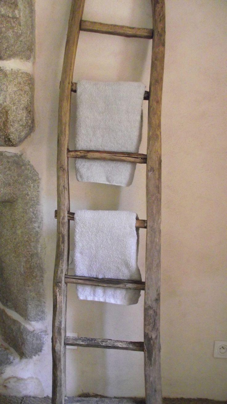 Echelle bois de récupération, salle de bains, porte-serviettes : Meubles et rangements par chez-jas