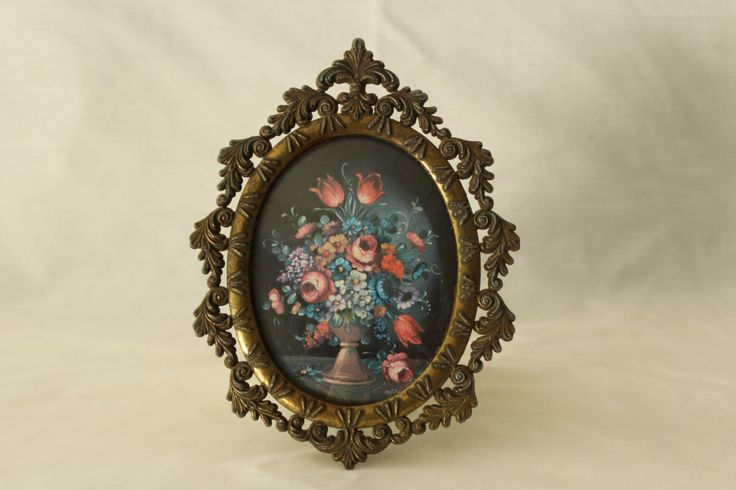 Vintage Traditional Oval Picture Frame by AgeOldGold on Etsy https://www.etsy.com/listing/481638998/vintage-traditional-oval-picture-frame