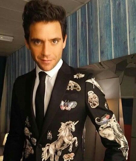 He has worn quite awesome Valentino suits but this one...this one it's not from this world