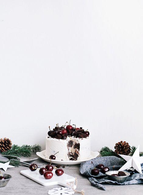 Fudge ice cream cake with cherries http://www.callmecupcake.se