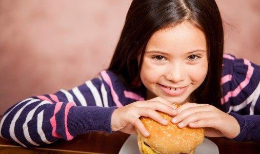 L'obesità infantile (e non solo) è un problema mondiale che ha tre cause: junk food, bevande zuccherate e sedentarietà