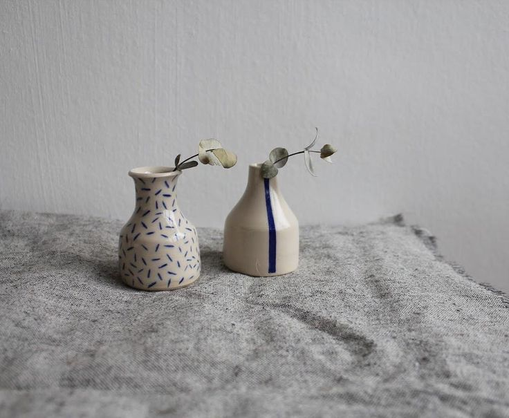 """149 mentions J'aime, 4 commentaires - Lily Pearmain (@lily.pearmain) sur Instagram : """"These little guys will be part of my shop update on Friday. Stay tuned! . . . . . . . #pottery…"""""""
