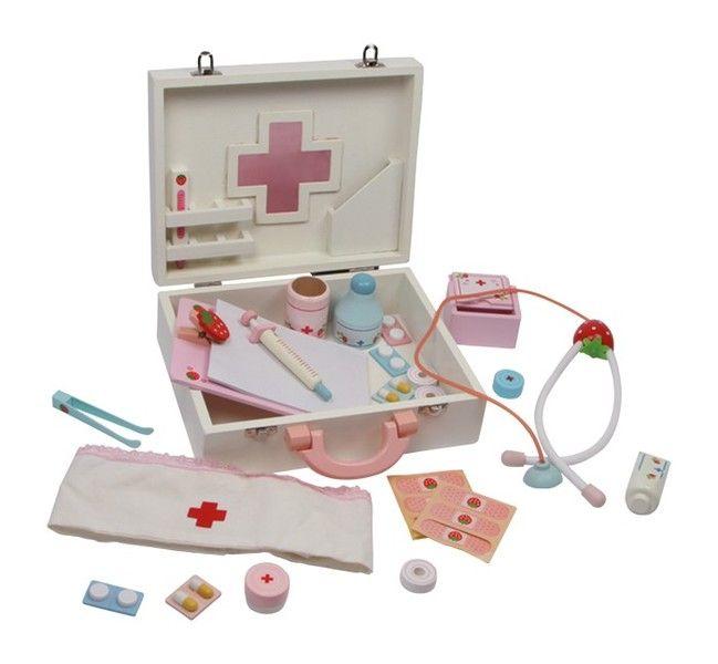 Arztkoffer Mit Fieberthermometer, Stethoskop und Schwesternhaube ausgerüstet, kann jede kleine Pflegerin aufbrechen zur Visite in der Puppenklinik! Ebenfalls aus lackiertem Holz gefertigt, sind...