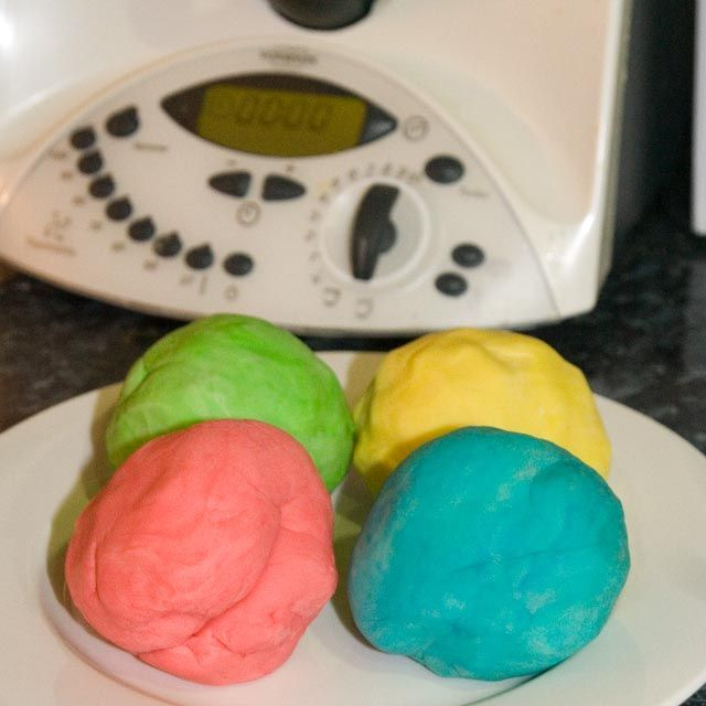 #Thermomix Playdough recipe - http://www.forumthermomix.com/index.php?topic=1279.msg11255#msg11255 Will keep the young ones happy for hours