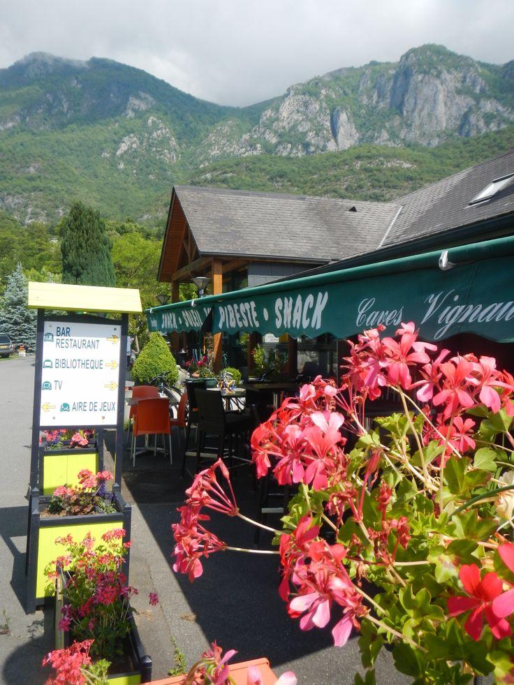 snack bar restaurant du Camping Flower Soleil du Pibeste. Dégustez repas traditionnel bigourdan, moules frites, Burger du Pibeste, raclette, pizza...