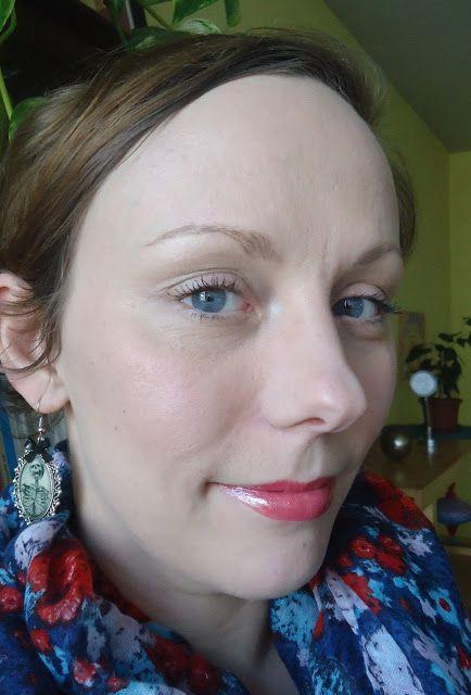 un makeup, deux produits