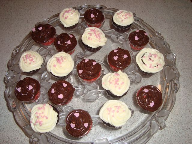Anne's hyggested: Svampede chokolade cupcakes m. cream cheese frosting..