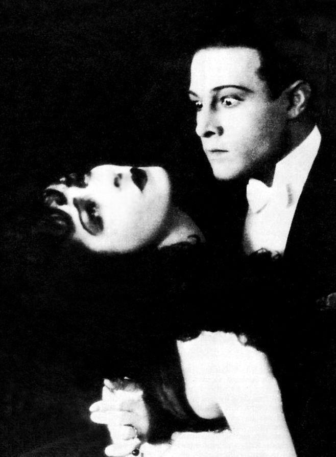 """Рудольф Валентино (англ. Rudolph Valentino; 1895 — 1926) — американский киноактёр итальянского происхождения, идол эпохи немого кино. """"Дама с камелиями"""" 1921 г."""
