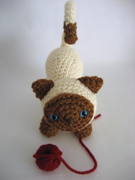 7 Free #Crochet Patterns on @beCraftsy - amigurumi kitten by Amy Gaines
