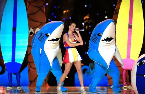 Les costumes de Katy Perry au Super Bowl   Clin d'oeil