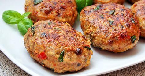 Dzisiaj zapraszam na mielone kotleciki z indyka z stylu włoskim. Kotleciki są mięciutkie i soczyste, a ich smak podkreślają suszone pomidor...