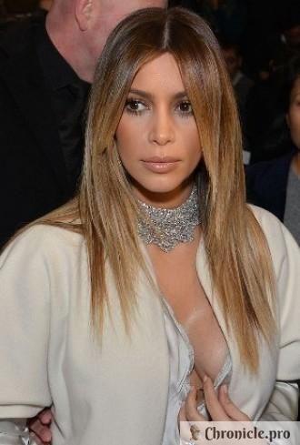СМИ публикуют снимок Ким Кардашян в бикини и обвиняют ее в пластических операциях
