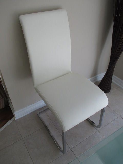 STRUCTUBE BOSTON CHAIR Content sale from trendy Barrhaven home – 216 Serena Way, Ottawa ON. Sale will take place Saturday, April 18th 2015, from 9am to 2pm. Visit www.sellmystuffca... for full sale description & photos of all available items!