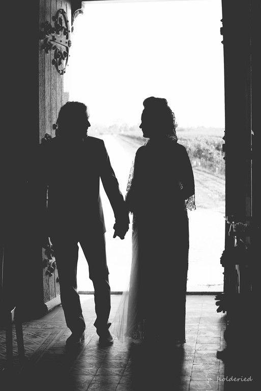 Le couple à l'entrée de l'église | Photographe mariage Montpellier / Nîmes / Héraut / Gard