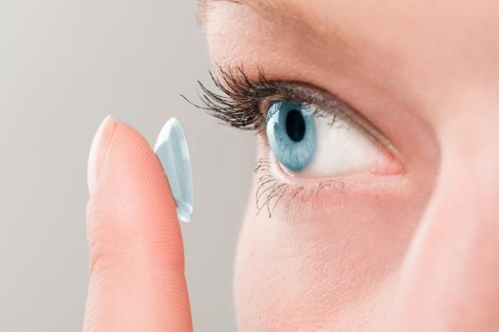Best contact lenses for people with dry eyes - Medical News Today