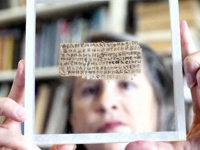 Скандалы. Интриги. Расследования: Гарвардский университет представил фрагмент папируса с упоминанием «жены Христа»