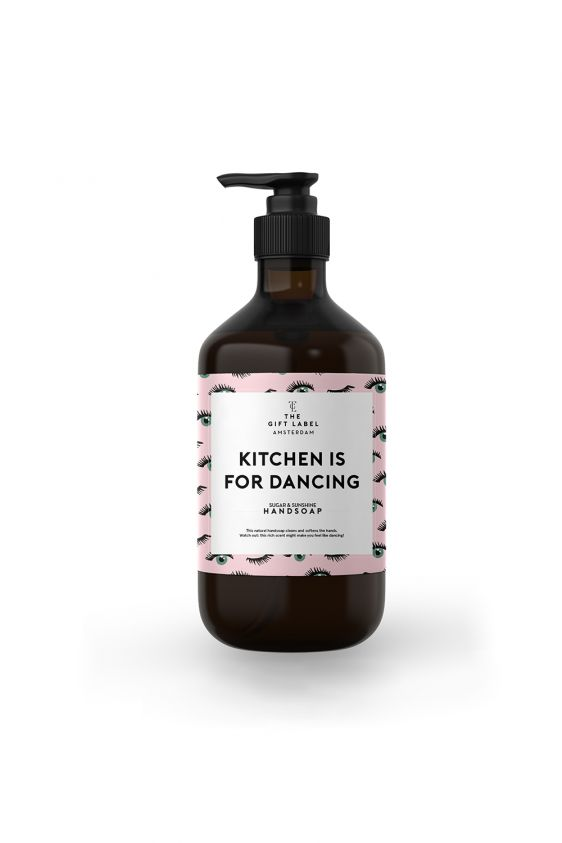Happy Hands! Deze Kitchen is for Dancing zeep zorgt voor lekker zachte handen en de rijke sugar en sunshine geur maakt het een feestje af. Zelfs van de fles wordt je al vrolijk als je er naar kijkt. 500 ml
