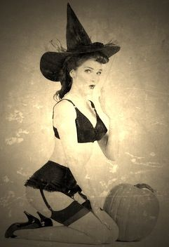 Vintage Witch <|:-)