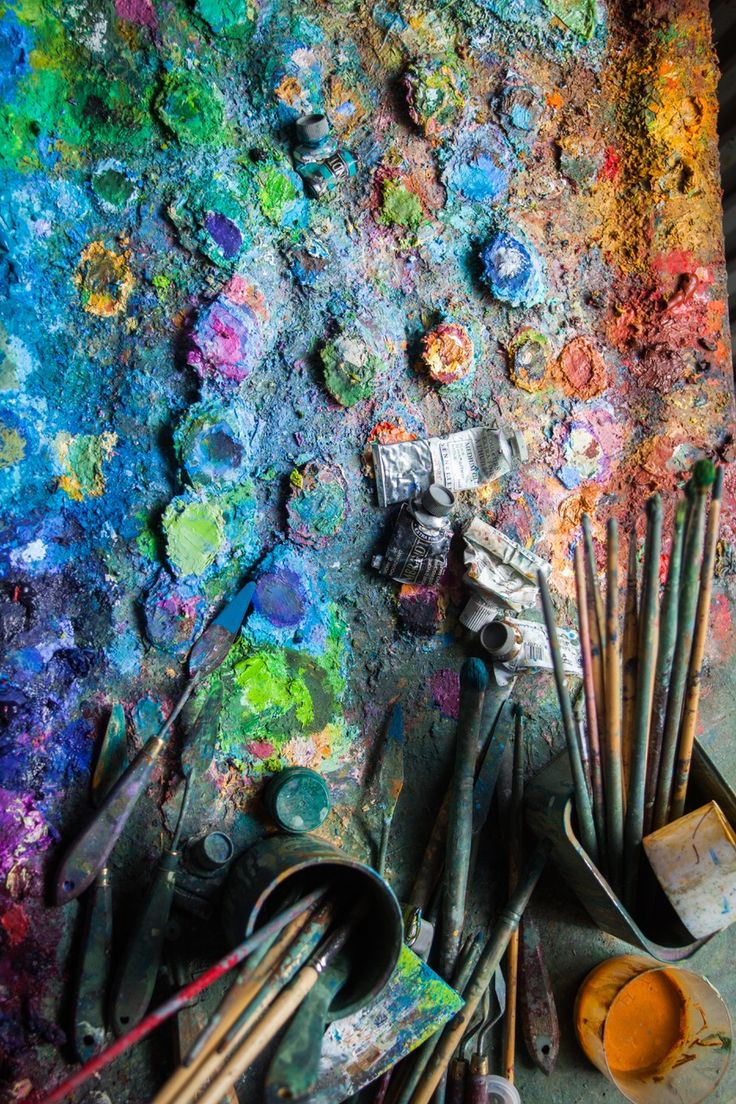 palette of Brushes from the studio of Gerard Calvet ( artiste peintre 1926-2017) French Painter  from Montpellier.