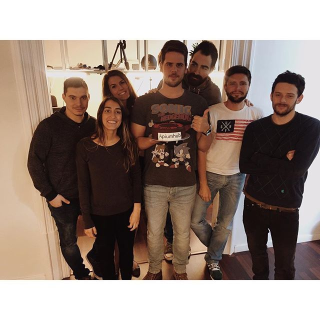 At the heart of every family tradition is a meaningful experience. Our traditional B-day picture 📸 #apiumhub #softwarehub #family #happyday #officemoments #happymoments #tradition #dreamteam #barcelona