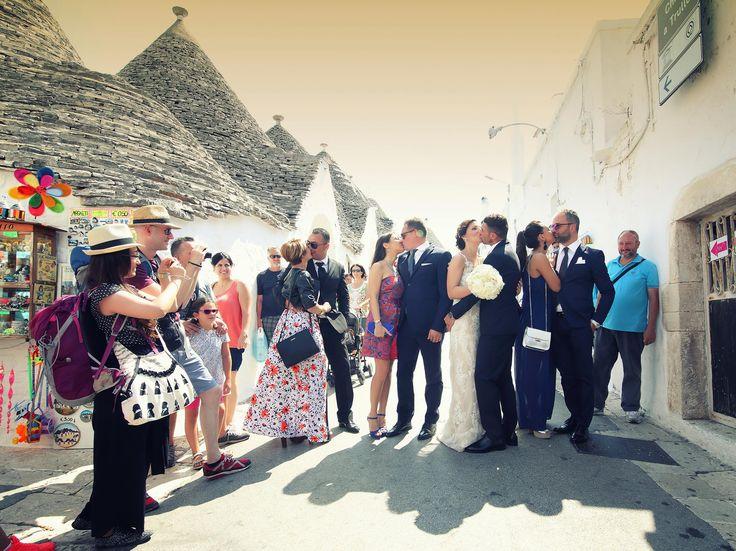 """Una fotografia che descrive perfettamente cosa significa """"wedding in Puglia"""". Ph Amleto Raguso - Bari"""
