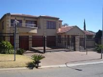 5 Bedroom House for sale in Glenvista, Johannesburg R 3 600 000 Web Reference: P24-101254032 : Property24.com