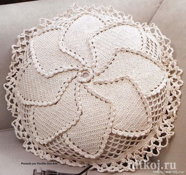 Вязанная подушка.