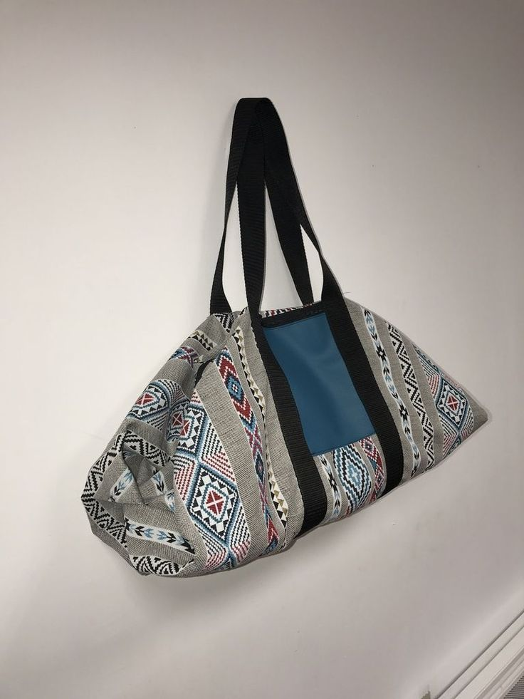 EN VIDEO ! ET EN IMAGES !  Bonjour, Je vous présente mon Sac Origamax, c'est un sac week-end ou sport qui repose sur un système de pliage avant de coudre. Je voulais un sac original, solide et différent de ceux que l'on ...